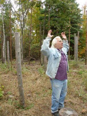 Robin Explaining Woodhenge (2)