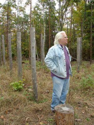 Robin Explaining Woodhenge (3)